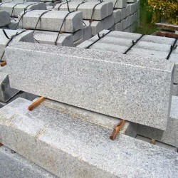 Granit Blockstufen Griys hellgrau 20 x 45 cm 120 m lang