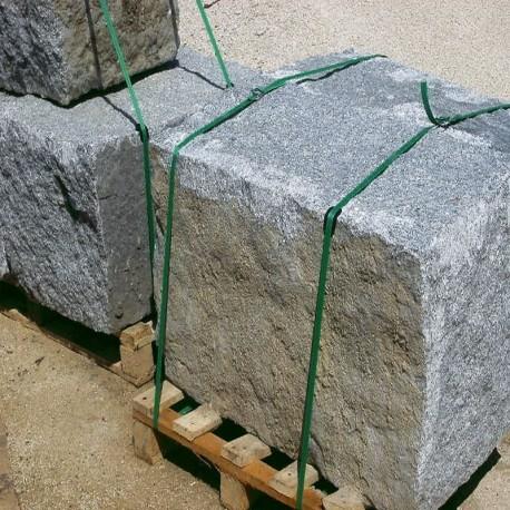 Granit-Blockstufen Griys Hellgrau 18 x 35 cm