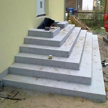 Basaltlava Blockstufen Vulcano 15 x 35 cm gesch 150 cm lang liffen