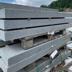Granit Griys Quader 40 cm hoch palettiert
